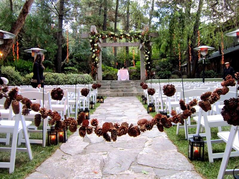 Свадебный декор из шишек