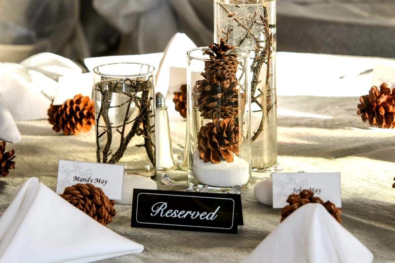 Украшение свадебного стола шишками