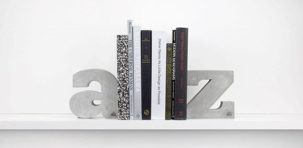 Буквенный книгодержатель от «A to Z»