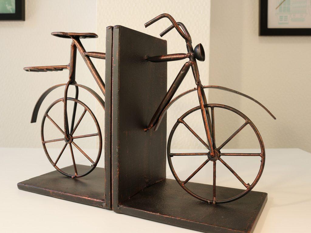 Антикварные бронзовые книгодержатели в виде велосипеда