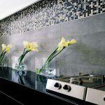 Фото 77: сочетание на кухне плитки и мозаики для фартука