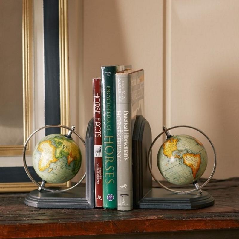 Книгодержатели в виде глобусов
