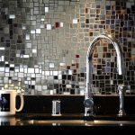 Фото 80: Фартук на кухне из кусочков зеркала