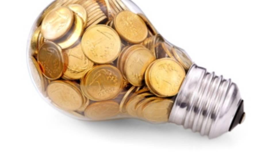 Каждый час включенной лампочки вылетает совсем не в копеечку, поэтому людям нужно научиться экономить