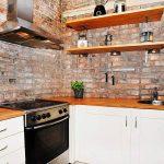 Фото 86: Кирпичный фартук на кухне