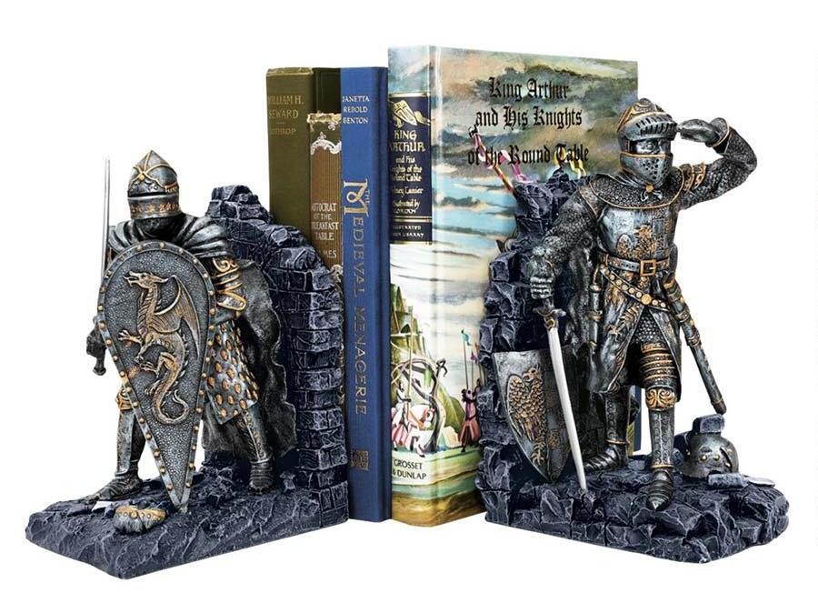 Книгодержатели в виде рыцарей