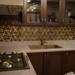Фото 56: Латунный фартук для кухни с рисунком