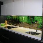 Фото 88: Фартук с фотопечатью леса для темной кухни