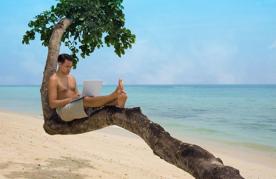 Оплачивая коммунальные услуги через интернет, вы можете спокойно отдыхать на море