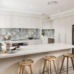 Фото 12: Плитка в стиле пэчворк на кухне