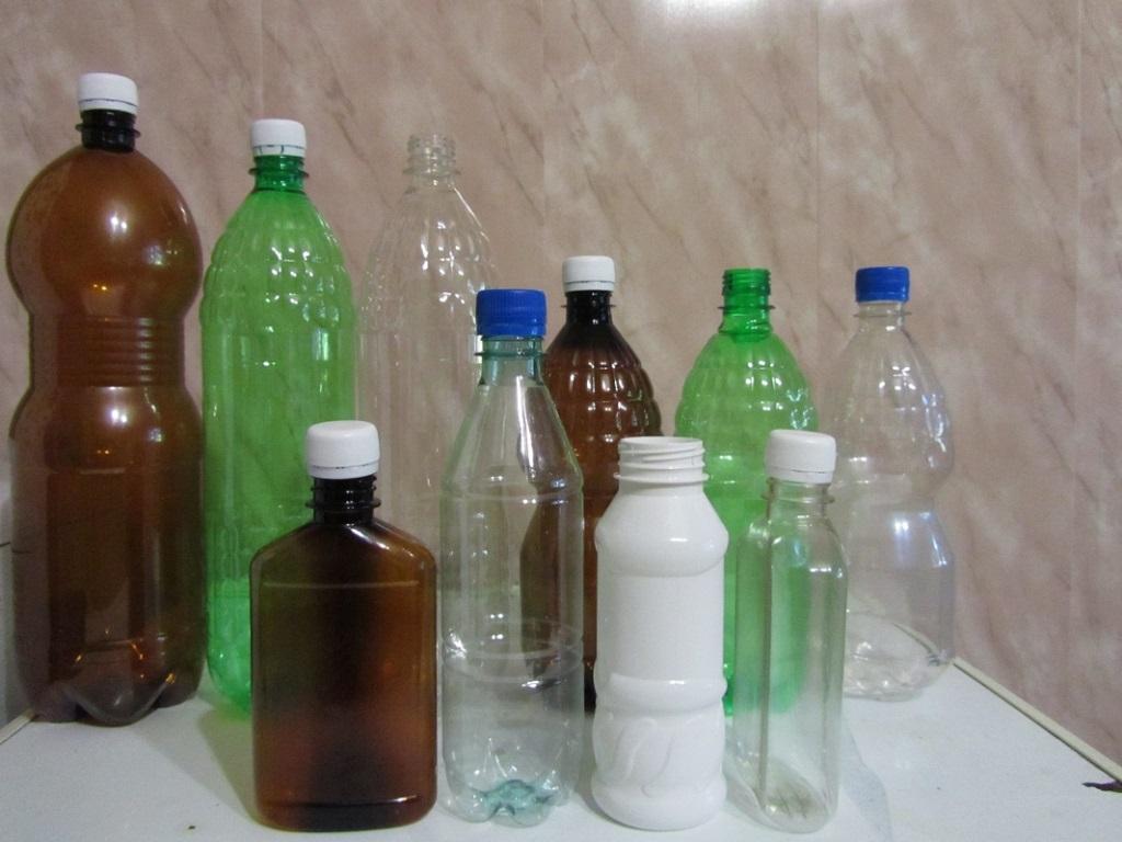 Пластиковый материал используется для украшений дачных участков