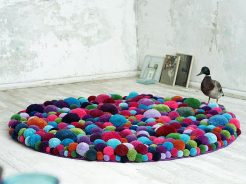 Изготовление коврика из помпонов