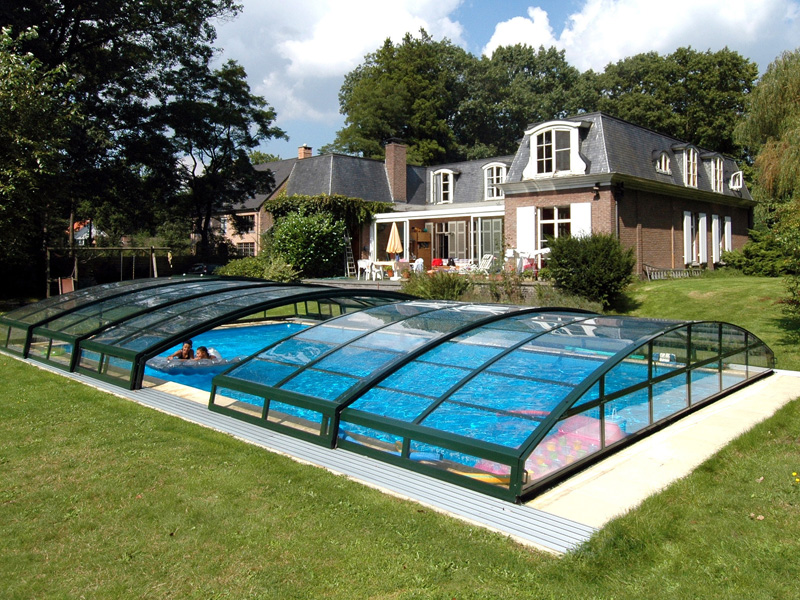 Бассейн с крышей на дачном участке