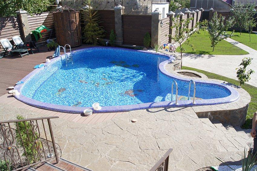 При строительстве бассейна следует соблюдать все требования безопасности