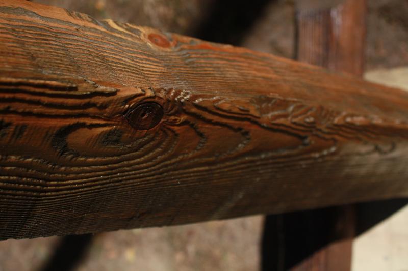 Пример механической обработки дерева я с помощью металлической щетки
