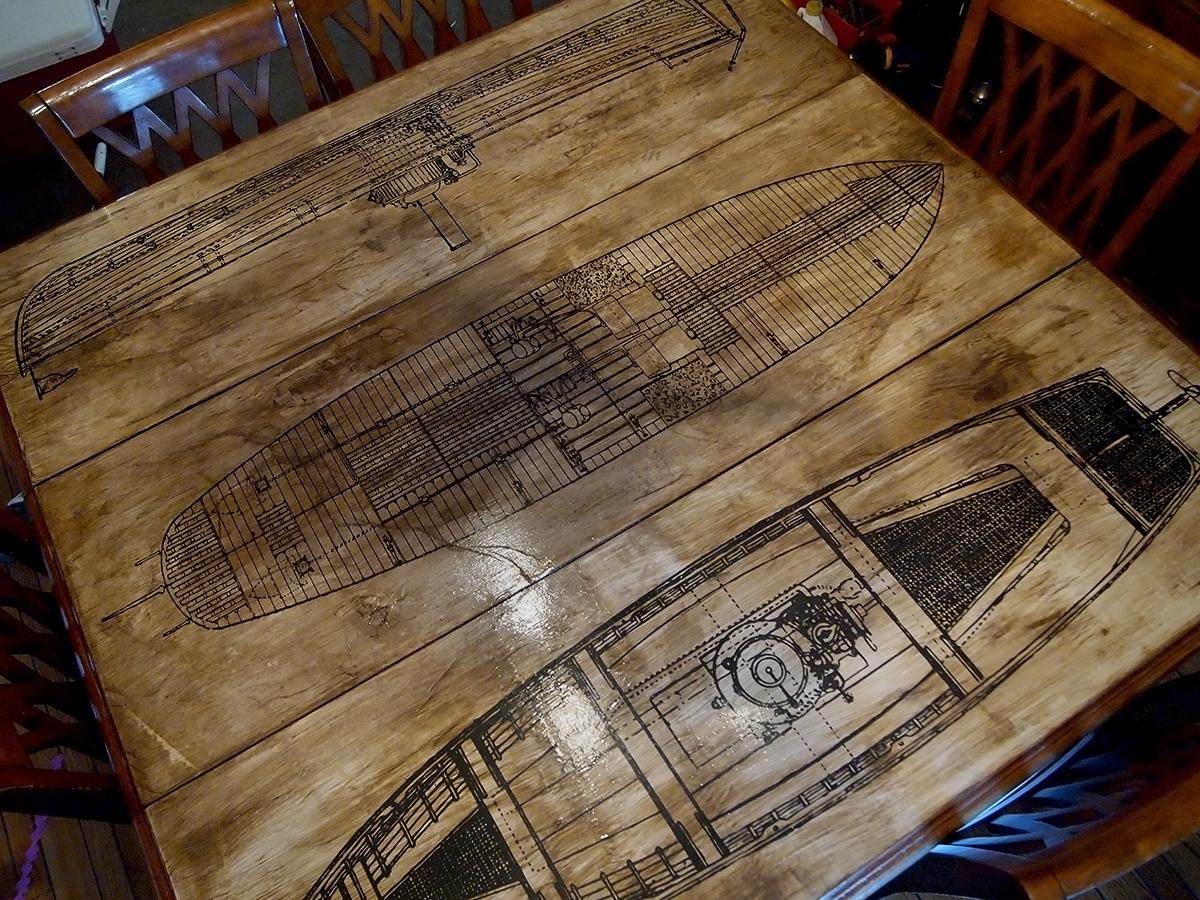 Декупаж считается наиболее модным методом декорирования мебели в старинном стиле