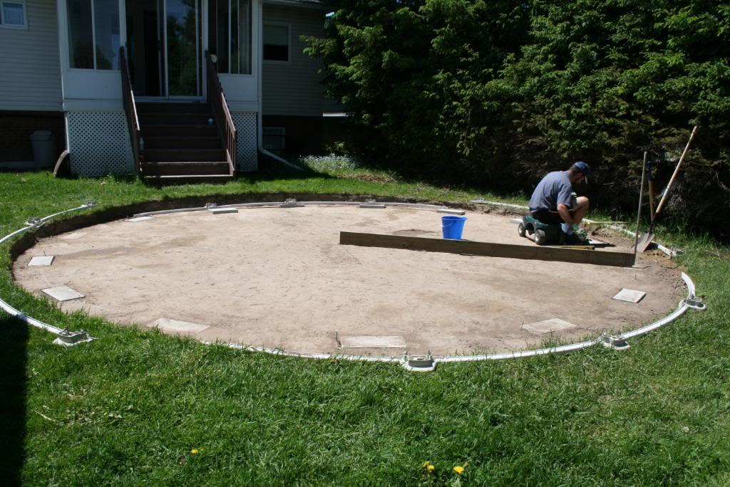 Для каркасного бассейна необходимо подготовить площадку