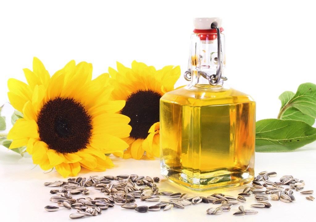 Избавиться от сложных пятен непонятного происхождения поможет растительное масло