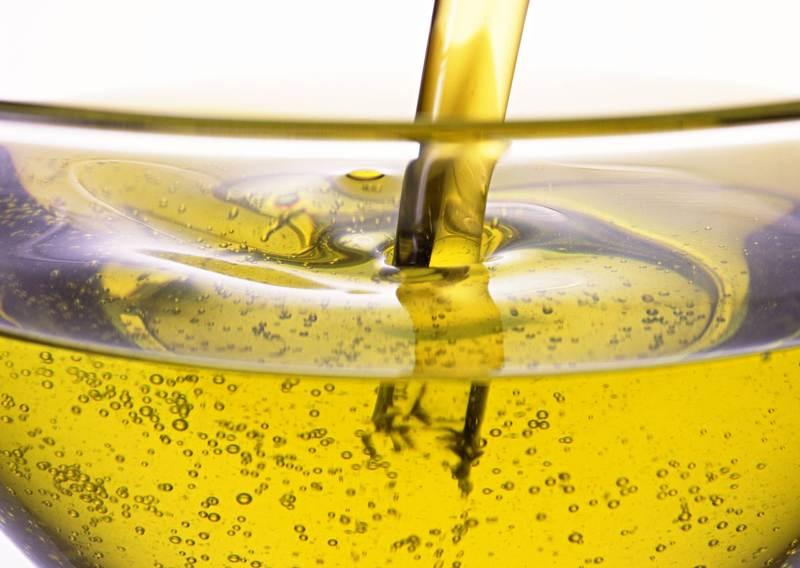 Хорошее средство для удаления белых пятен - растительное рафинированное масло