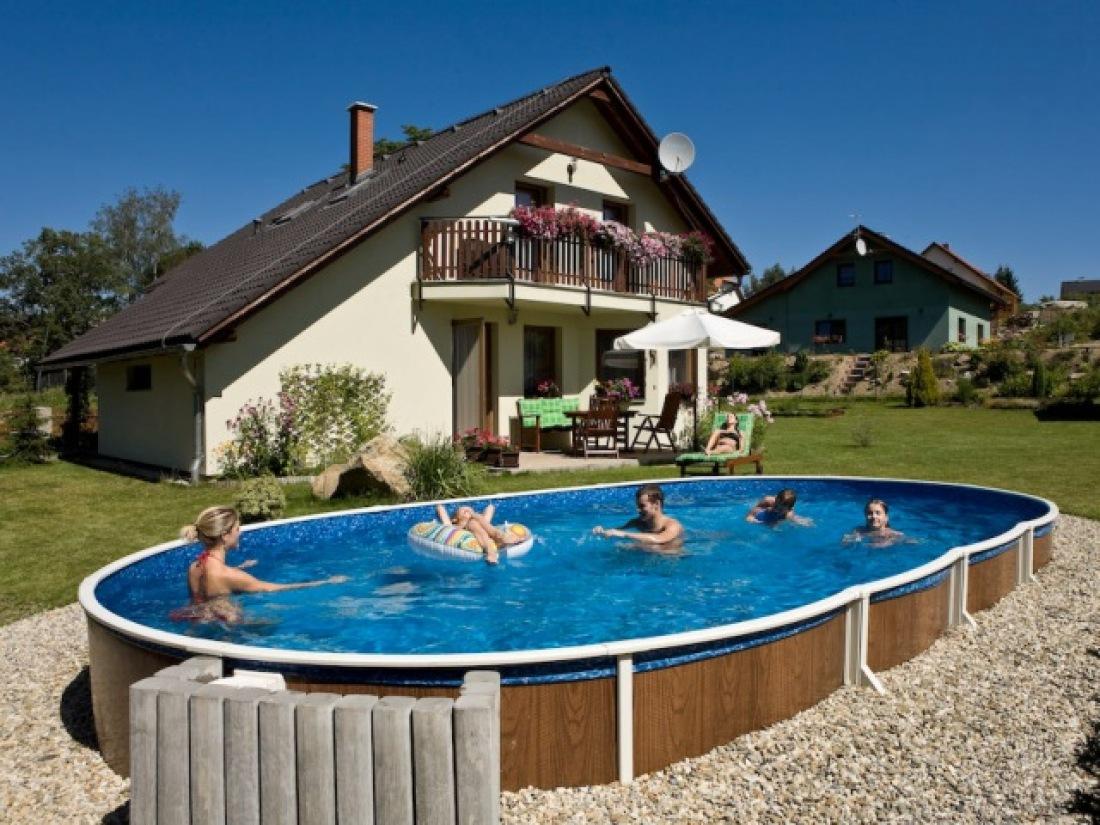 Купаться в бассейне рекомендуется утром
