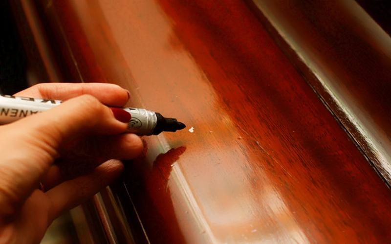 Устранение царапин специальным маркером