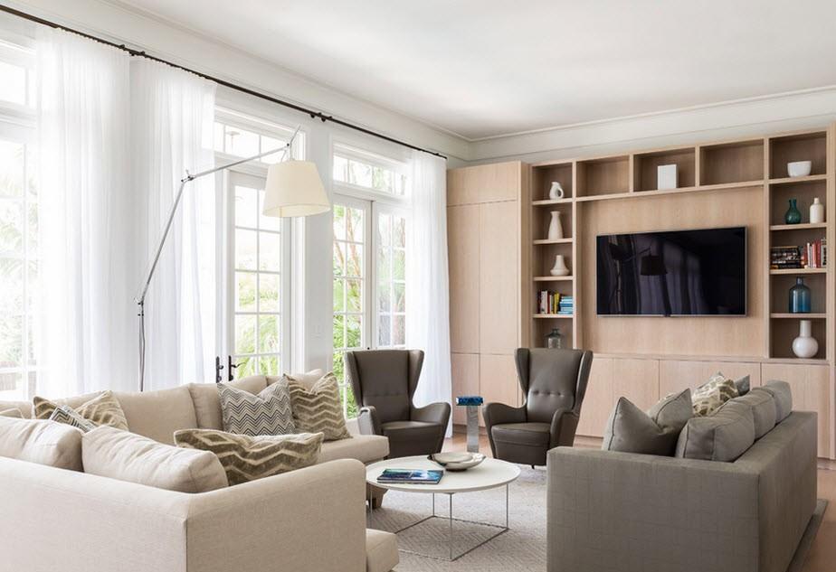 Напротив телевизора нужно поставить большой диван и кресла