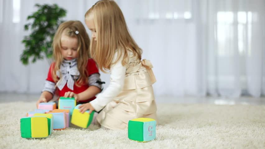 Светлый нежный ковер для детской