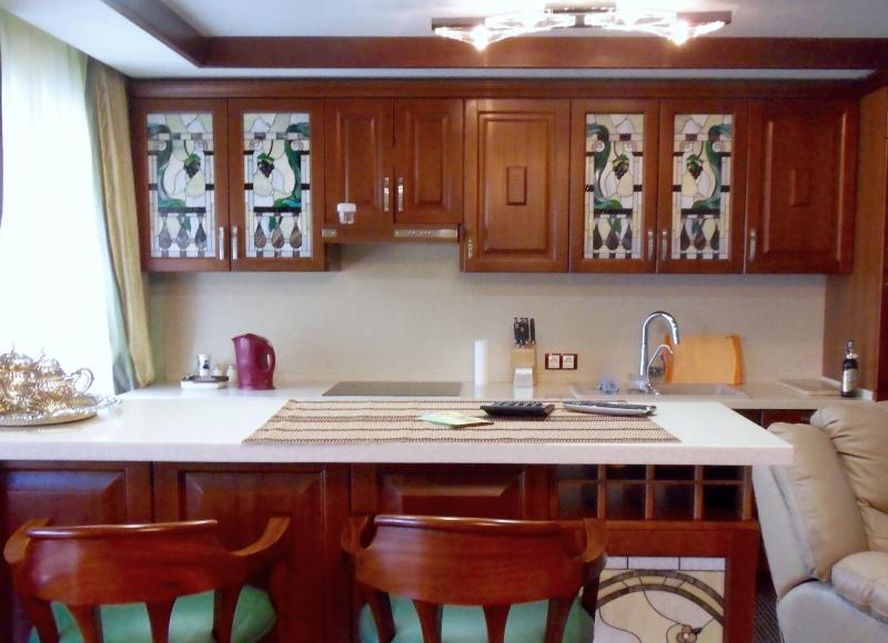 Витраж в кухонном гарнитуре