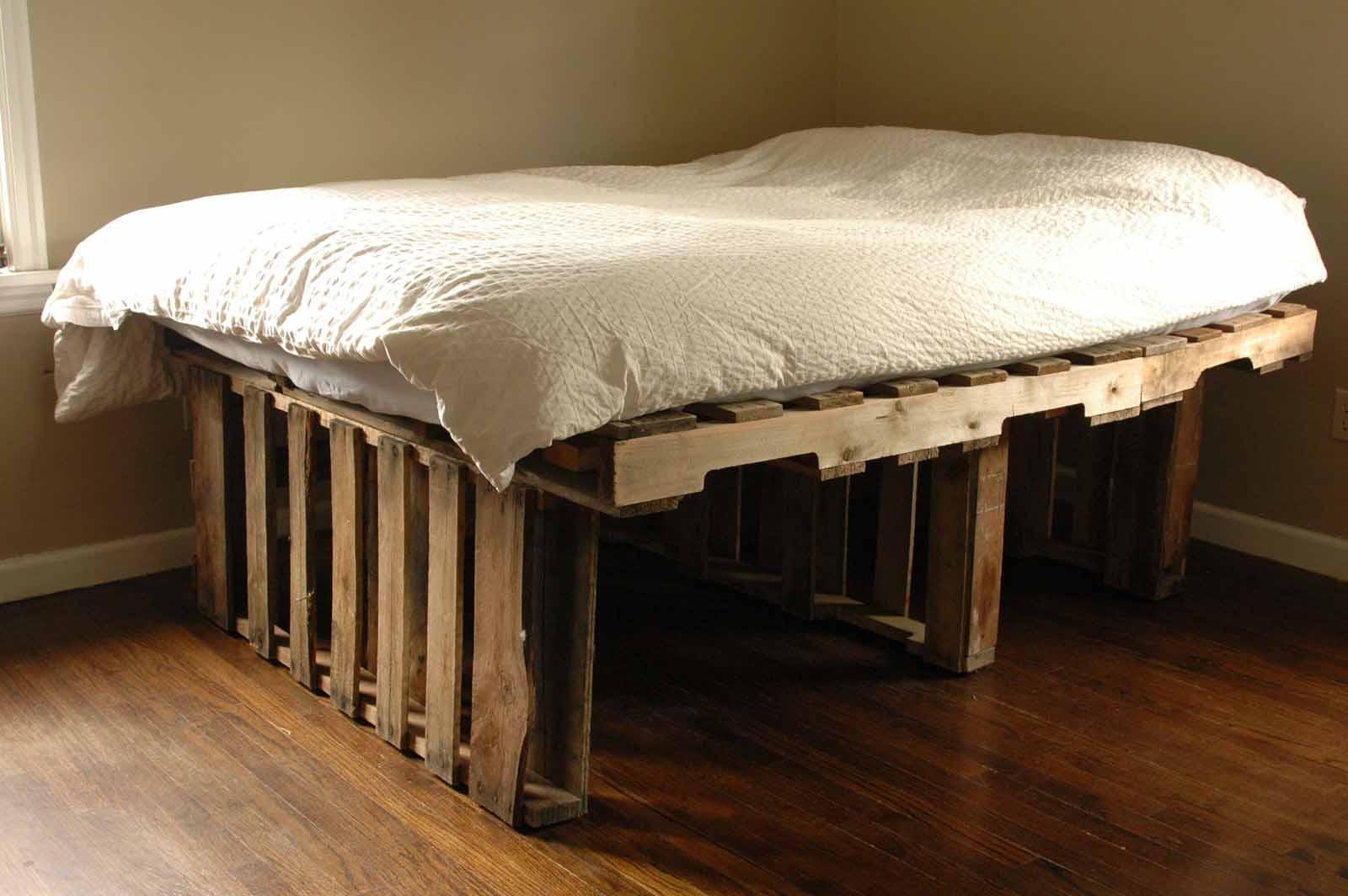 Высокая кровать из паллет