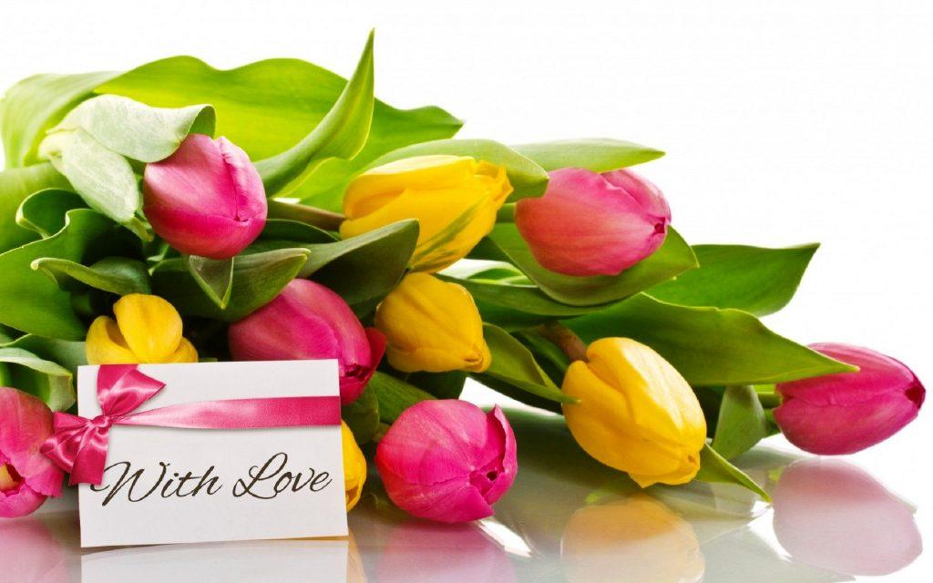 Дополнить букет цветов открыткой с запиской