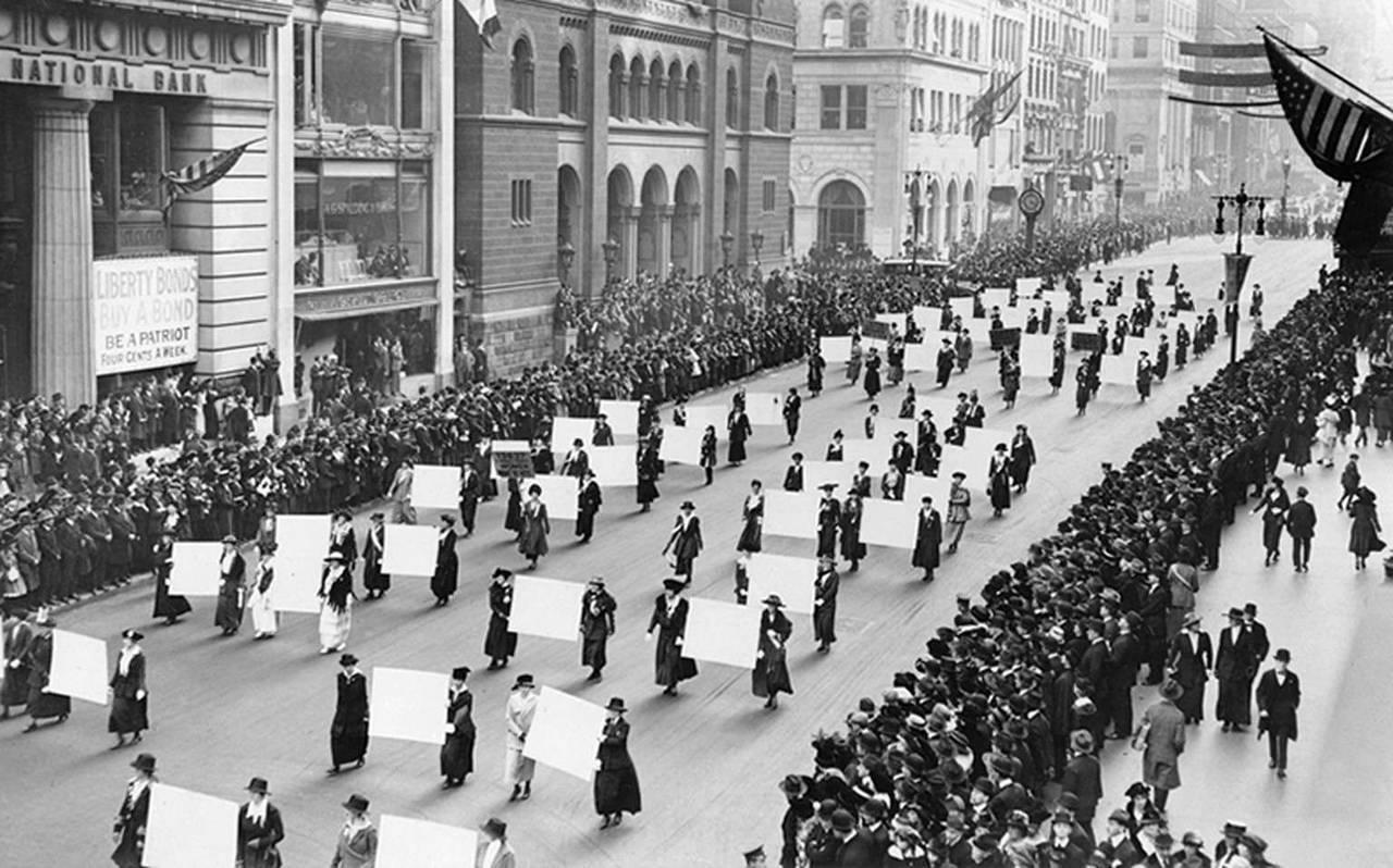 Митинг суфражисток за права женщин