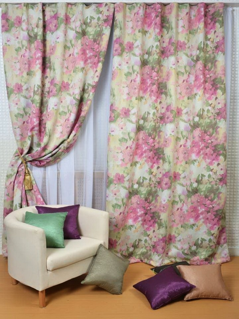 Акварельные шторы в спальне