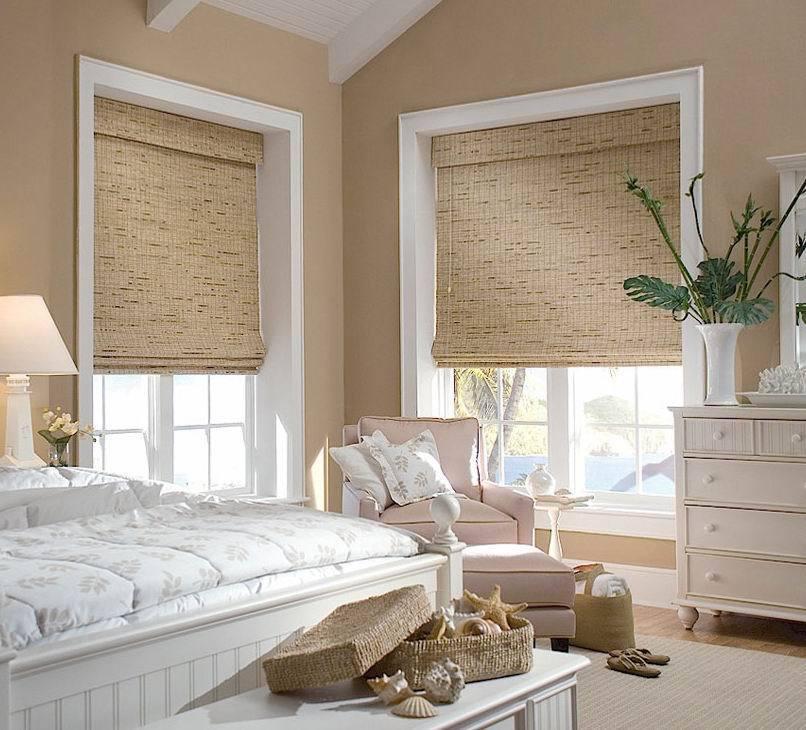 Бамбуковые римские шторы в спальне