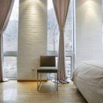 Фото 37: Длинные шторы с пальне