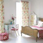 Фото 38: Цветочные шторы в спальне