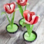 Фото 88: Поделка цветы из бумаги в горшке из пластилина своими руками