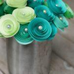 Фото 108: Розы из бумаги с бусинами на 8 марта