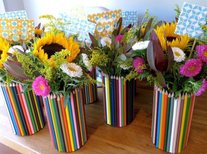 Декор ваз цветными карандашами