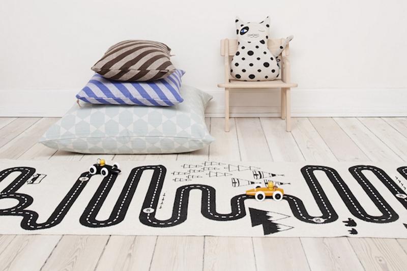 Дизайнерский коврик с дорогой