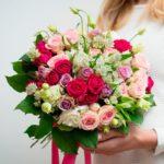 Фото 44: Композиция с кустовыми розами на 8 мрта