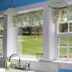 Фото 31: Короткие верхние шторы на кухне