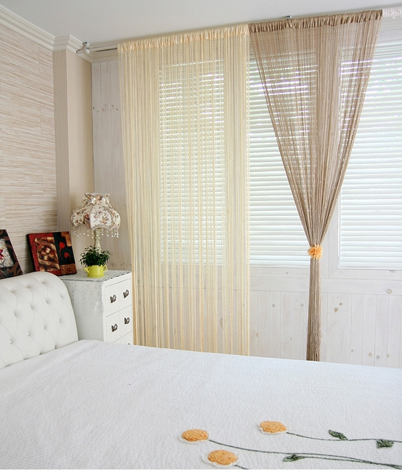 Нитяные шторы в спальне