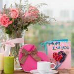 Фото 73: Цветы, конфеты и открытка на 8 Марта