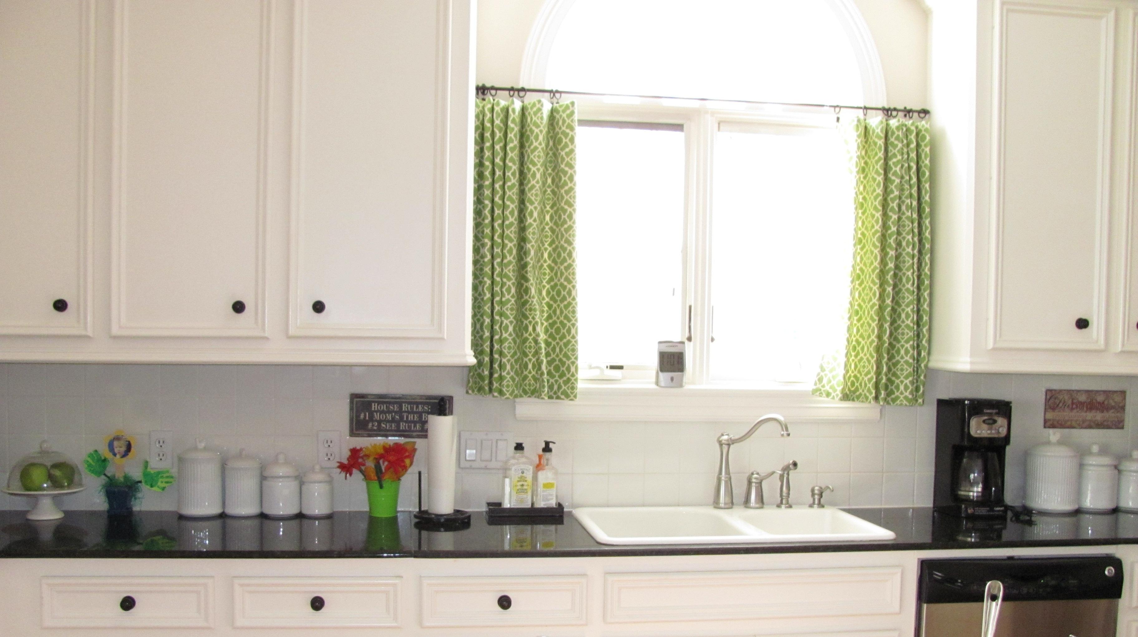 Практичные шторы на кухне