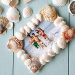 Фото 66: Рамочка из ракушек будет напоминать отпуск и море