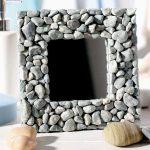 Фото 65: Оформит рамку зеркала камнями