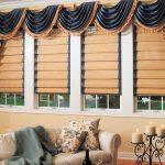 Фото 41: Сочетание римских штор и ламбрекенов в гостиной