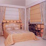 Фото 47: Сочетание римских и классических штор в спальне