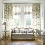 Фото 13: Сочетание римских и классических штор в гостиной