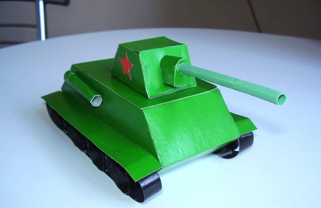 Фигурка танка из бумаги ко Дню Защитника Отечества